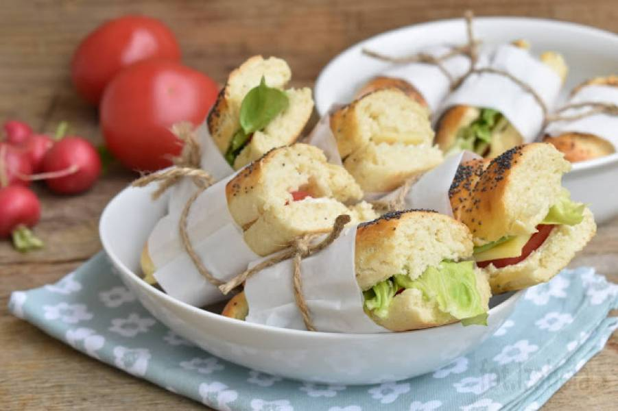 Kanapki piknikowe na domowych bagietkach
