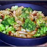 Makaron z łososiem i warzywami