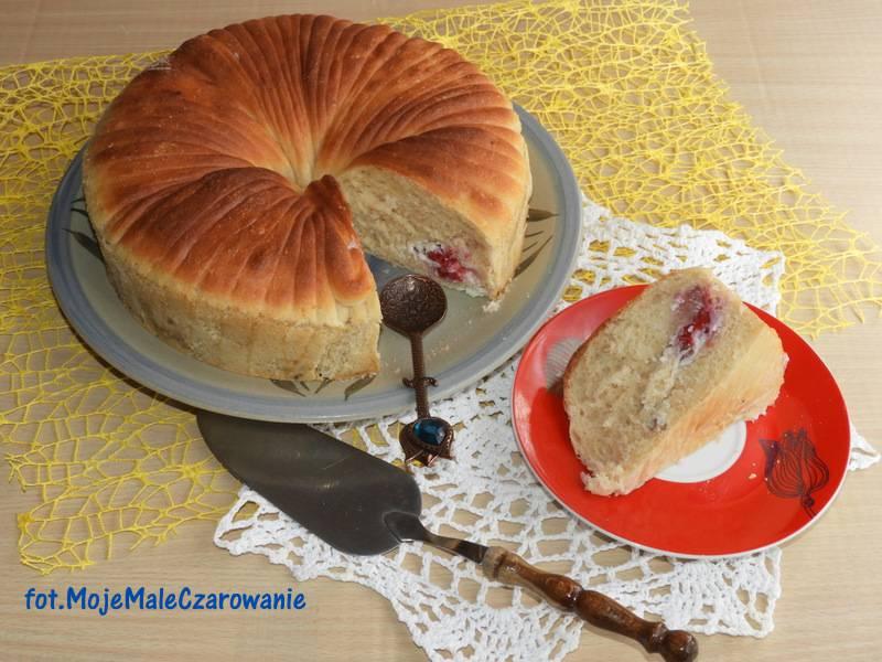 Wełniany chleb bułkowy z ricottą i malinami