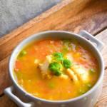 Zupa rybna z papryką i groszkiem