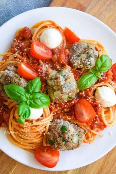 Spaghetti w sosie pomidorowym z pulpetami