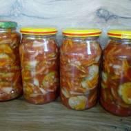 Ogórki w zalewie pomidorowej