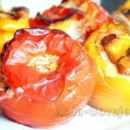 Papryka faszerowana mięsem mielonym i ryżem zapiekana w piekarniku