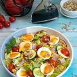 Sałatka wiosenna z jajkiem i szynką