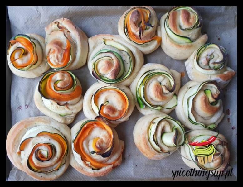 Wytrawne drożdżówki z cukinią i marchewką