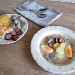 Żurek z ziemniakami, jajkiem i kiełbasą