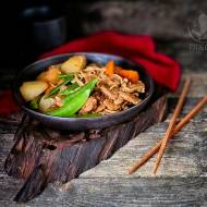 Gulasz z mięsa i ziemniaków po Japońsku Nikujaga