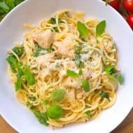 Makaron spaghetti z kurczakiem i rukolą w sosie Alfredo  (sos śmietanowy)