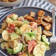 Sałatka kurczak, jajko, awokado. Bardzo sycąca, idealna na lżejszy obiad. PRZEPIS