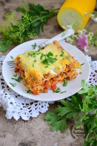 Lasagne z mięsem mielonym i cukinią pod beszamelem