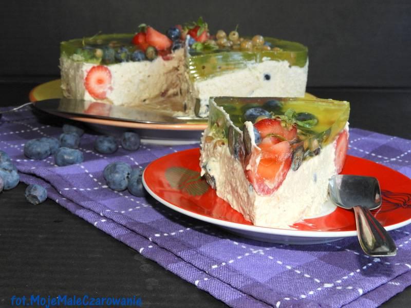 Sernik na zimno z ricottą, borówkami i truskawkami