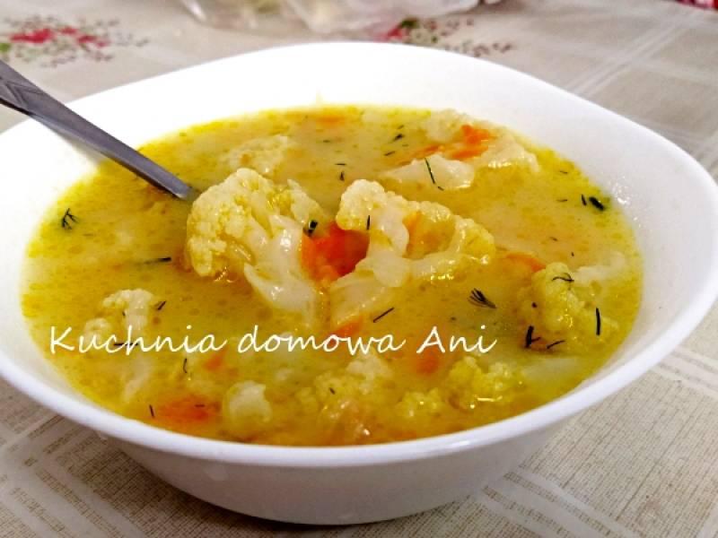 Zupa kalafiorowa z serkiem topionym