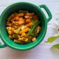 Gulasz z indyka z marchewką i makaronem
