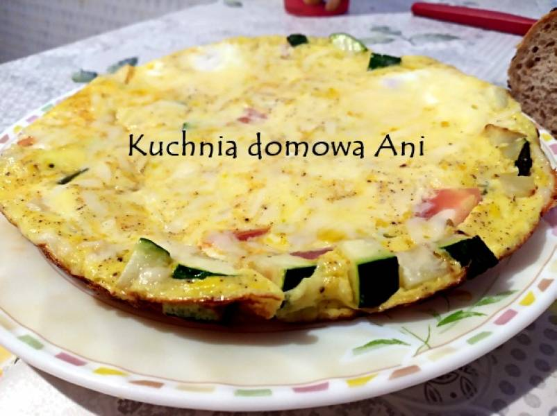 Omlet z cukinią i pomidorem