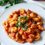 Tortellini w sosie pomidorowym ze szpinakiem