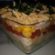 Warstwowa sałatka serowa