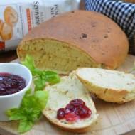 Chleb ziołowy z suszonymi pomidorami i prażoną cebulką