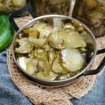 Pikantna sałatka z ogórków (w słoikach na zimę)