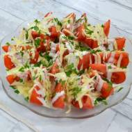 Pomidory z sosem czosnkowym i żółtym serem + film