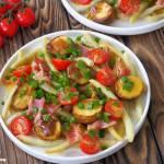 Sałatka z fasolką szparagową i pieczonymi ziemniaczkami