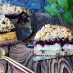 Ciasto z pianką budyniową i jagodami