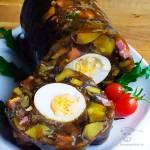 Domowy salceson grzybowy z jajkiem i boczkiem