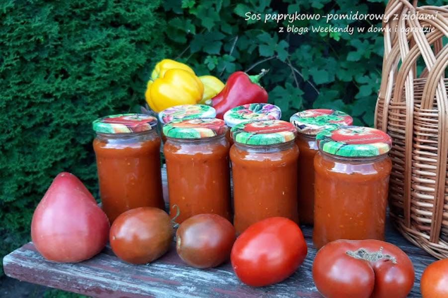 Sos pomidorowo-paprykowy z ziołami