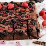 Migdałowe brownie z malinami