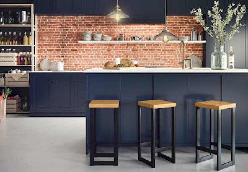 Pomysł na ciekawą kuchnię z wyspą? Wybierz oryginalne krzesła!