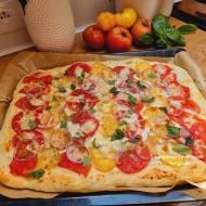 Pizza z pomidorami mascarpone
