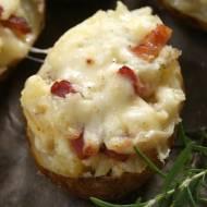 Pieczone ziemniaki faszerowane serem i boczkiem