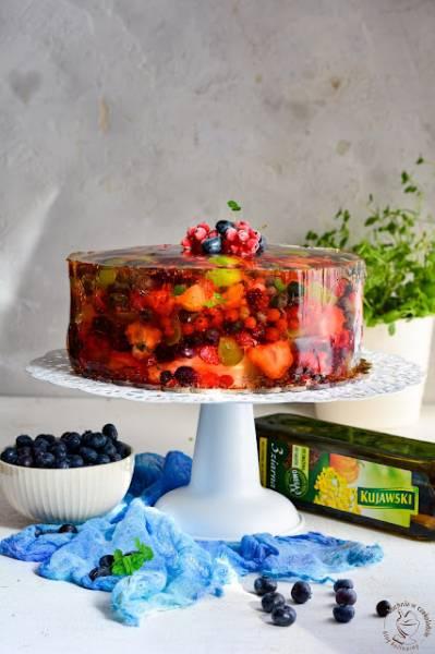 Tort schowany w owocach