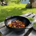 Sałatka z grillowanymi warzywami i serem halloumi
