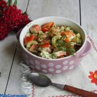 Makaronowa sałatka z surimi i krewetkami