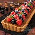Tarta czekoladowa z owocami leśnymi