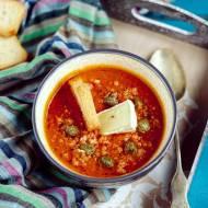 Krem z dyni i pomidorów z kaparami i serem pleśniowym