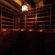 W jakiej temperaturze podawać i przechowywać różne rodzaje wina?