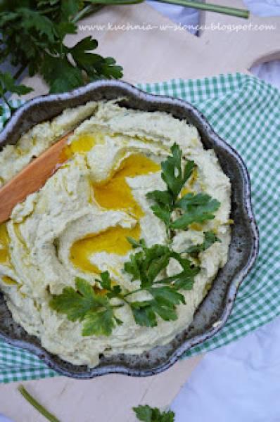 Zielony hummus z bobu na polską nutę