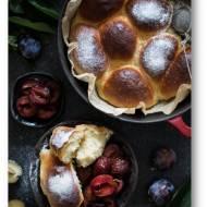 Słodkie drożdżowe bułki do odrywania pieczone w mlecznym sosie