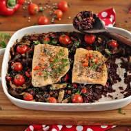 Czarny ryż zapiekany z fasolką i łososiem