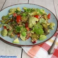 Bowl salad z bobem i dressingiem z awokado