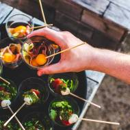 Catering na imprezy, do domu, do firmy - kiedy się sprawdzi?