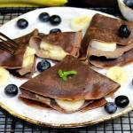 Naleśniki czekoladowe z masłem orzechowym i bananem