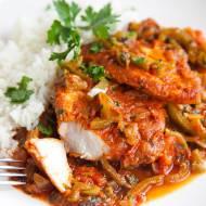 Ryba po węgiersku w sosie z pomidorami i papryką. PRZEPIS