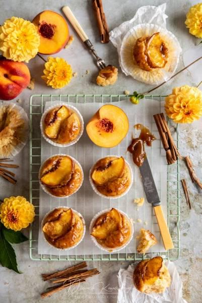 Pomarańczowo-brzoskwiniowe babeczki z kajmakiem
