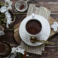 Wegańskie chai latte z bananem.