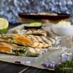Quesadillas z jajkiem i awokado.