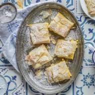 Bougatsa - grecka kremówka z ciasta filo i kaszy manny