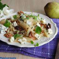 Makaron z karmelizowaną gruszką, orzechami włoskimi i miodem