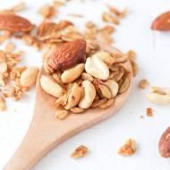 Orzechy – dlaczego warto je jeść? Poznaj dwa pyszne przepisy z orzechami